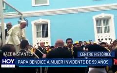Papa Francisco detuvo el papamóvil para bendecir a mujer invidente