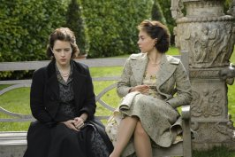 claire-foy-and-vanessa-kirby-in-the-crown