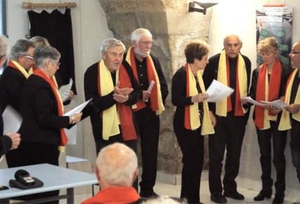 Le Cercle occitan de Mèze, à l'occasion des 20 ans de l'association, a proposé une conférence en musique « La cançon occitana » présentée par Albert Arnaud et le groupe des polyphonies du cercle occitan « Lo Buòu » Tout au long de la conférence, le Cercle occitan a partagé quelques chants. En voici l'un d'entre eux : « Papeta Calhau »