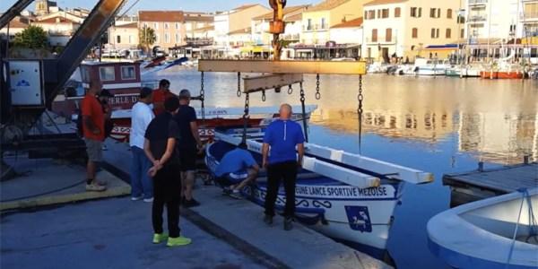 Sortie des barques de joutes du port de Mèze