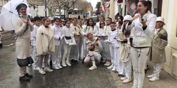 La Compagnie Surprise et les élèves de CM2 de l'école de Clemenceau