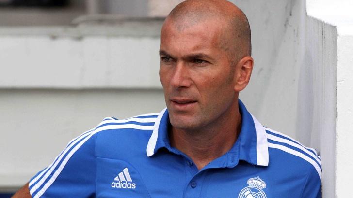 """Треньорът на Реал (Мадрид) Зинедин Зидан изненадващо напусна поста си в """"кралския клуб"""", съобщиха световните агенции. На специална пресконференция Зидан е заявил, че е взел решение да се оттегли, тъй като отборът се нуждае от промени, нови идеи и методи."""