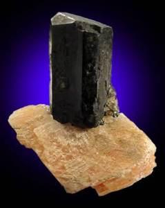 Авгит-Происхождение-история-и-свойства-камня-5