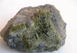 Эпидот-История-происхождение-и-свойства-камня-2