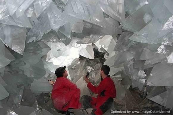 Гигантские-кристаллы-найденные-в-пещере-Naica-в-Мексике-7
