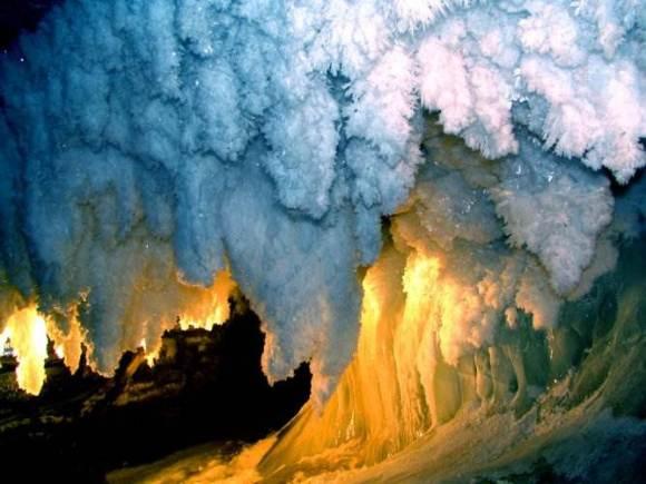 Гигантские-кристаллы-найденные-в-пещере-Naica-в-Мексике-11