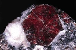 Рубин-Описание-происхождение-и-свойства-минерала-2
