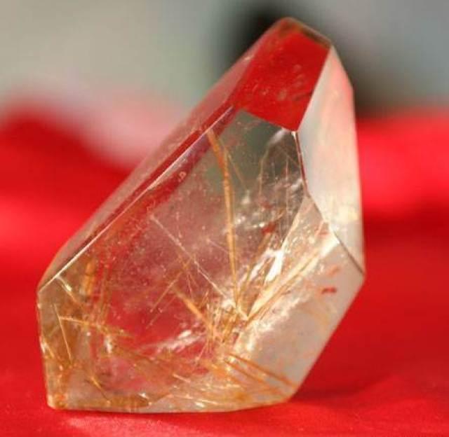 Селенит-Происхождение-история-и-свойства-минерала-3