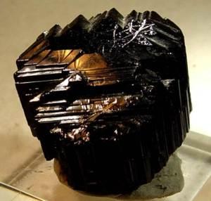 Чёрный-турмалин-Происхождение-история-и-свойства-камня-4
