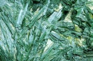 Актинолит-Происхождение-история-и-свойства-камня-4
