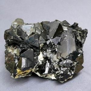 Сфалерит-и-сфен-История-происхождение-и-свойства-камней-2