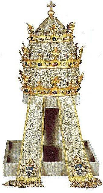 Корона-папы-римского-3