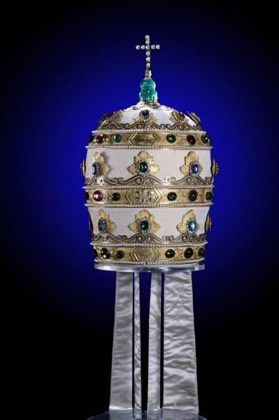 Корона-папы-римского-1