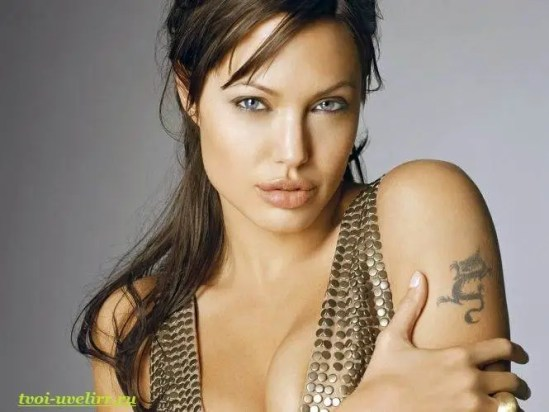 Тату-Анджелины-Джоли-1
