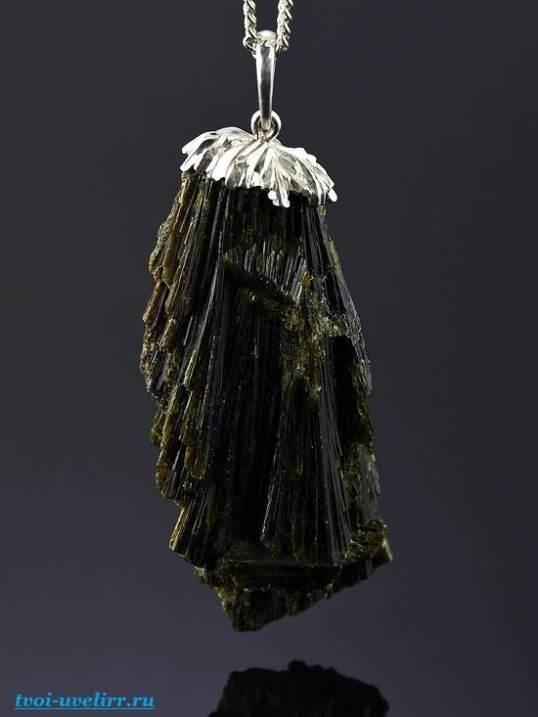 Камень эпидот-Свойства эпидота-Фото-эпидота-6