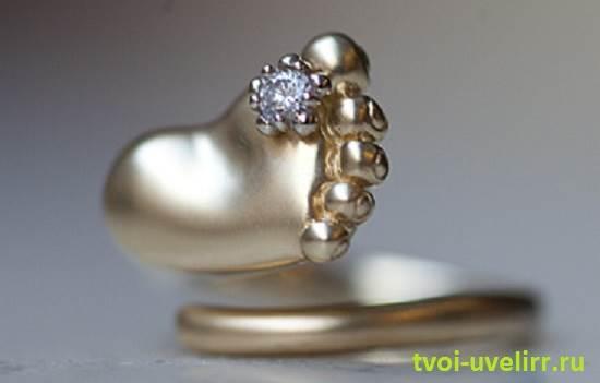 Кольцо-с-ножкой-младенца-3