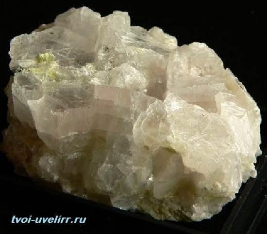 Брусит-камень-Свойства-добыча-и-применение-брусита-5