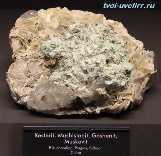 Мусковит-камень-Свойства-мусковита-Применение-мусковита-3
