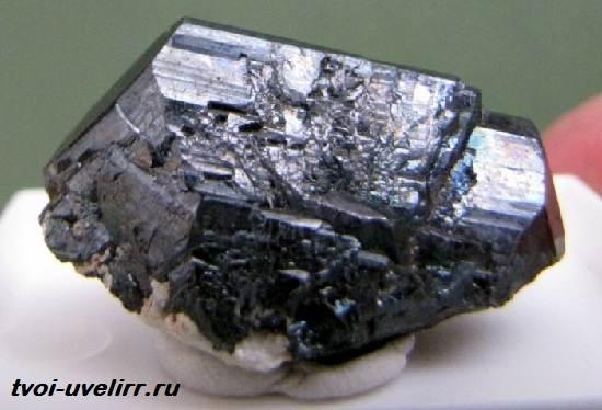 Халькозин-минерал-Свойства-добыча-и-применение-минерала-халькозина-2