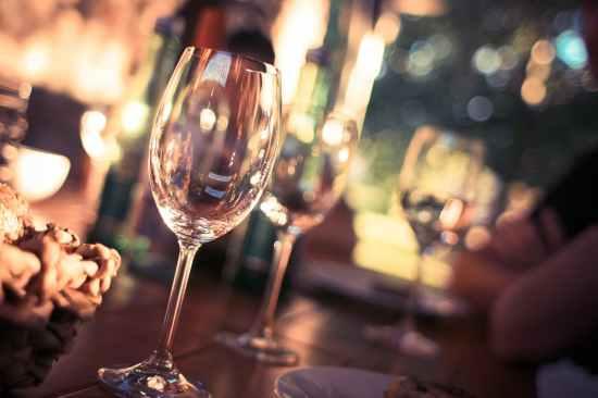 Alkohol može pomoći kod upoznavanja ljudi za vrijeme izlaska