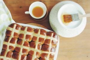 Hot cross buns – velikonoční bochánky