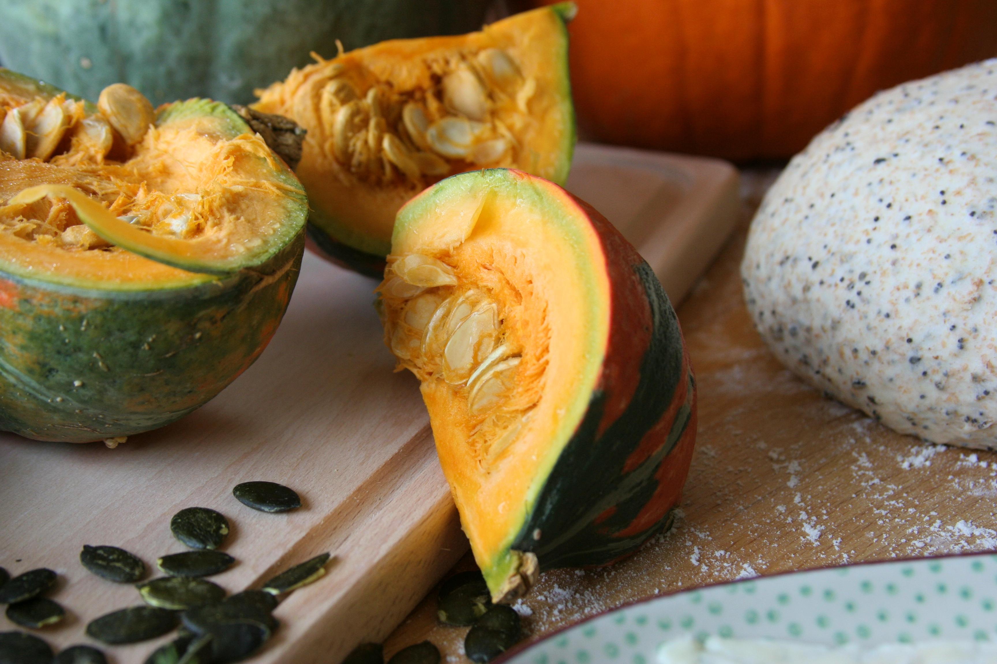 Podzimní koláče – dýně & bylinky nebo květák & jablka