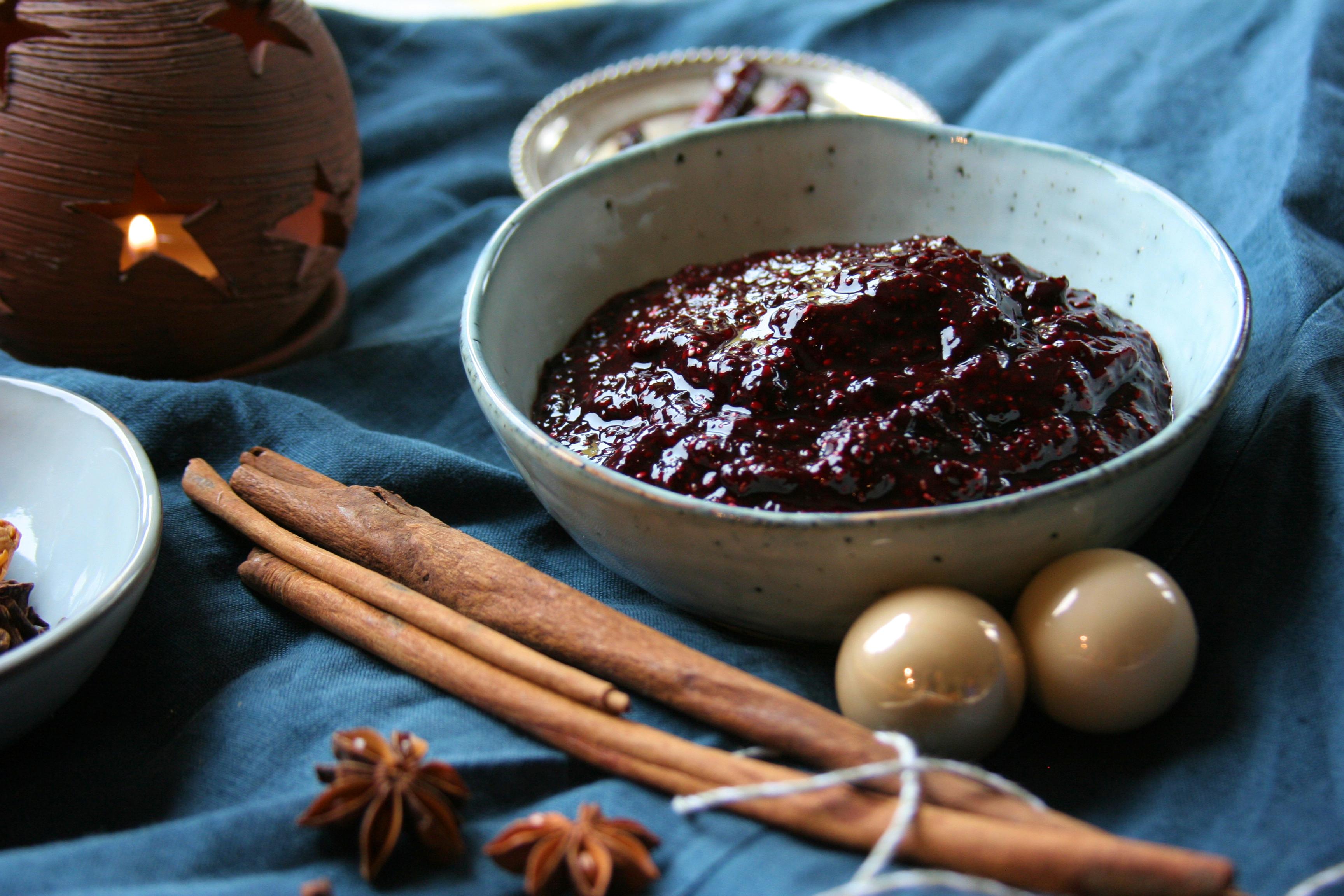 Vánoční pětiminutový chia džem s lesním ovocem
