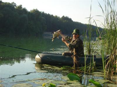 Рыбак на озере