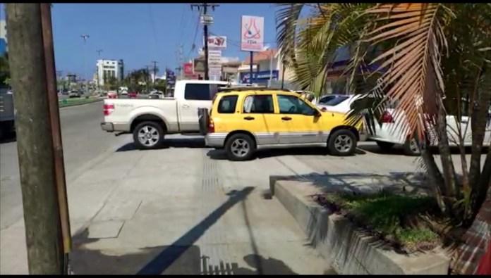 Conductores no respetan banquetas de la Avenida Rafael Buelna | La ...
