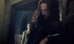 Ichabod-holds-Abbie-after-Frank-dies-Sleepy-Hollow-2x11.bmp-1024x612