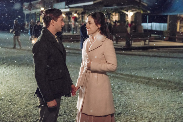 When Calls the Heart Hallmark Previews Magical Season