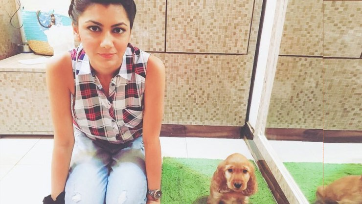 Kumkum Bhagya actress Sriti Jha(Pragya) plays with her dog Minchu