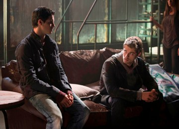 """The Tomorrow People -- """"Kill or Be Killed"""" --  Pictured (L-R): Robbie Amell as Stephen and Luke Mitchell as John --  Photo: Cate Cameron/The CW --  ©2013 The CW Network, LLC. All rights reserved."""