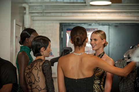 "THE FACE -- ""Runway Dinner Party"" Episode 203 -- Pictured: Supermodel Coach Anne V with her modeltestants -- (Photo by: Steve Fenn/Oxygen)"