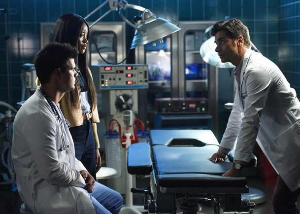 "SCREAM QUEENS: L-R: Taylor Lautner, Keke Palmer and John Stamos in the all-new ""Scream Again"" season premiere episode of SCREAM QUEENS airing Tuesday, Sept. 20 (9:01-10:00 PM ET/PT) on FOX. Cr: Michael Becker / FOX. © 2016 Fox Broadcasting Co."