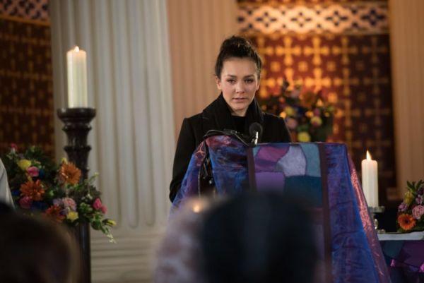 Cleo struggles through Celine's funeral.