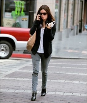 5 cardigan and jeans casual office outfit source glamour.com