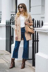 Flared jeans for a feminine and classic look (3)