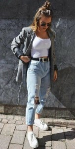 Mom jeans outfits high waisted top with sneackers