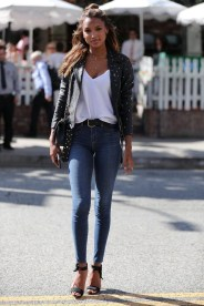 Chic blazer polka dot with jeans