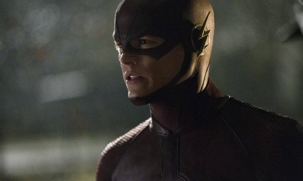 The-Flash-Pilot-Barry-Allen-in-Costume-620x370