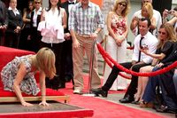 jennifer_aniston_looking_at_he
