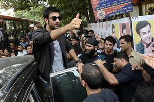 Ranbir_Kapoor_with_Thumbs_Up