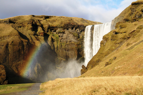 Iceland isn't all ice and snow (that's Greenland). There're also rainbows.