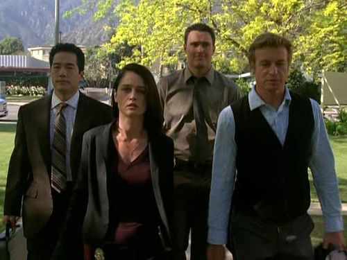 Yes, it's true. This shot is from THE MENTALIST, which is cancelled, finished, kaput. But not because it didn't follow the rules!