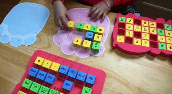 國小英語教具 英文字母拼字骰子 自然拼音骰子 英文字母字群骰子
