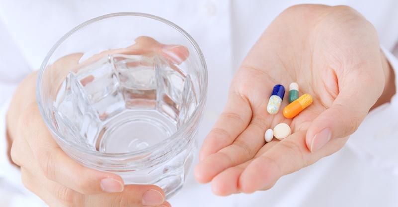服藥為何只能配白開水? | 媽咪拜MamiBuy