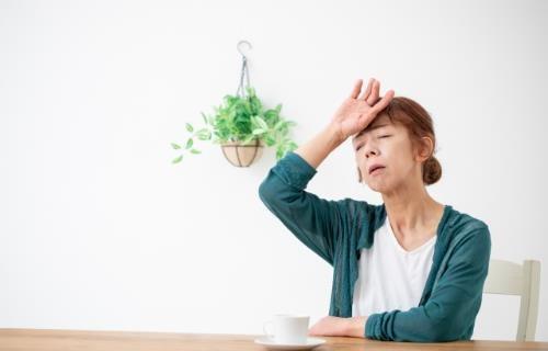 更年期的熱潮紅和盜汗導致失眠又心悸.飲食該怎麼吃?   媽咪拜MamiBuy