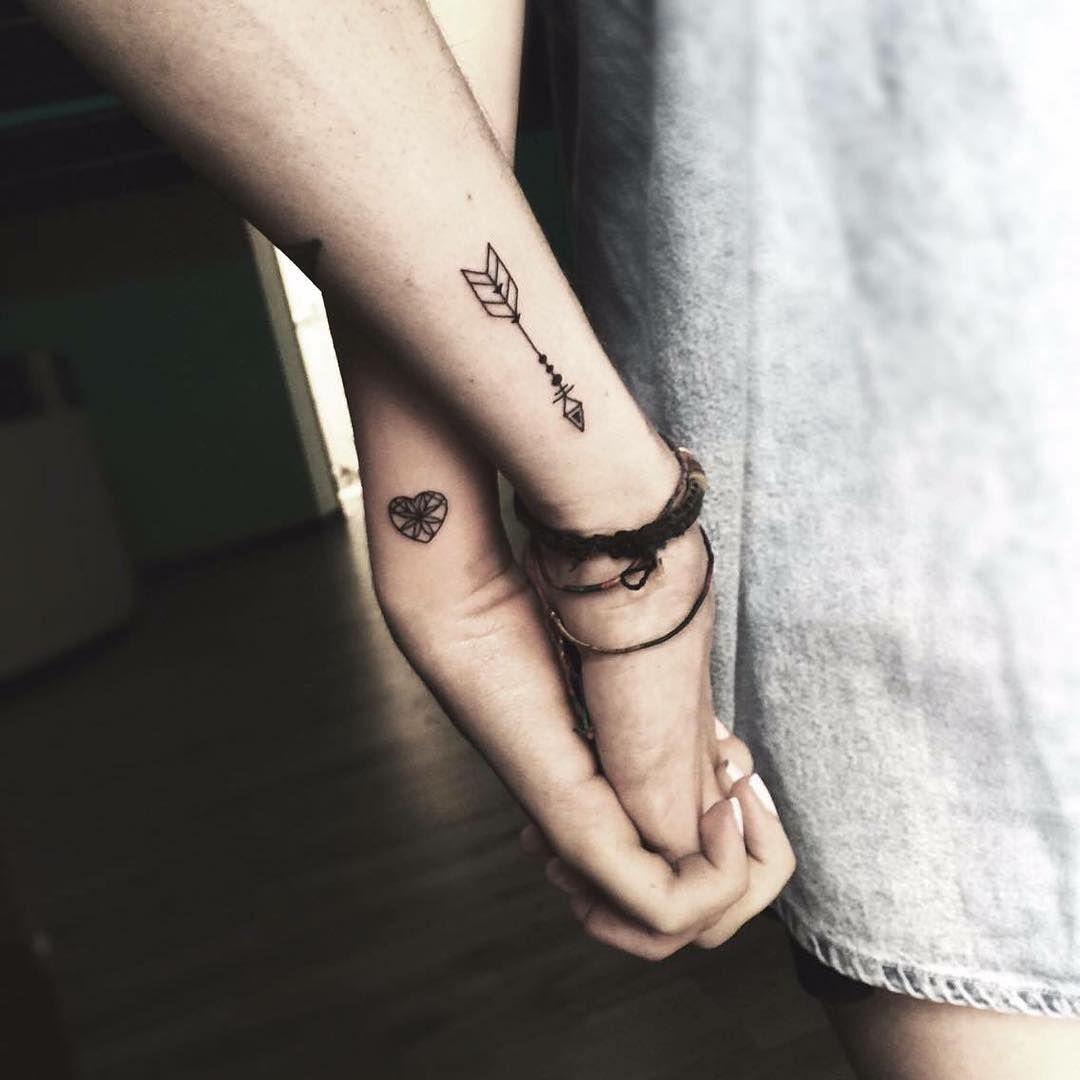 Un Tatuaje Que Simbolice En Tinta El Amor Eterno Entre Los Dos