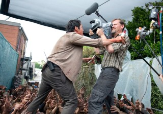 the-walking-dead-episode-603-bts-glenn-yeun-935